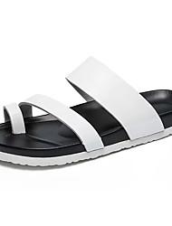 Недорогие -Муж. обувь Полиуретан Лето Обувь через палец Тапочки и Шлепанцы Белый / Черный