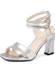 baratos -Mulheres Sapatos Pele Napa Verão Conforto Sandálias Salto Robusto Dedo Aberto Presilha Roxo / Prateado