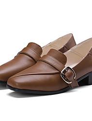 baratos -Mulheres Sapatos Couro Ecológico Verão Conforto Mocassins e Slip-Ons Salto Baixo Ponta quadrada Presilha Preto / Castanho Claro