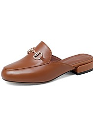 baratos -Mulheres Sapatos Pele Napa Verão Conforto Tamancos e Mules Salto Baixo Castanho Escuro