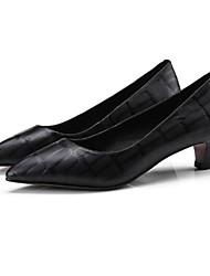 baratos -Mulheres Sapatos Pele de Carneiro Primavera Conforto Saltos Salto Baixo Preto / Bege / Castanho Claro