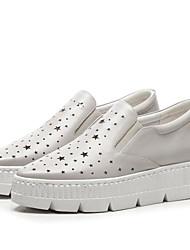 Недорогие -Жен. Обувь Наппа Leather Лето Мокасины Мокасины и Свитер Микропоры Заостренный носок Белый / Серый