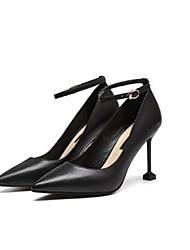 preiswerte -Damen Schuhe Leder Frühling Sommer Pumps High Heels Stöckelabsatz Spitze Zehe Imitationsperle Weiß / Schwarz