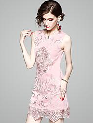 Недорогие -Жен. Элегантный стиль Прямое Платье - Однотонный, Вышивка Выше колена