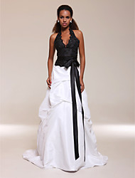 cheap -Ball Gown Halter Neck Sweep / Brush Train Satin / Taffeta Beautiful Back / Color Block Formal Evening Dress with Beading / Sash / Ribbon / Tier by