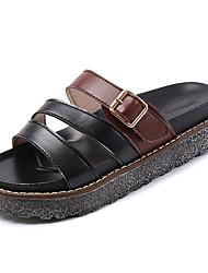 Недорогие -Жен. Комфортная обувь Полиуретан Осень Сандалии Микропоры Круглый носок Черный / Бежевый