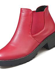 Недорогие -Жен. Ботильоны Полиуретан Осень Ботинки На низком каблуке Круглый носок Ботинки Черный / Красный