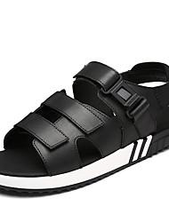 Недорогие -Муж. Комфортная обувь Кожа Лето Винтаж / На каждый день Сандалии Дышащий Черный