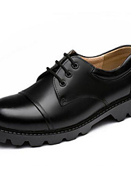 Недорогие -Муж. Кожаные ботинки Кожа Осень Деловые / Английский Туфли на шнуровке Сохраняет тепло Черный