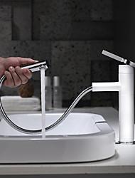 Недорогие -Ванная раковина кран - Вытяжная лейка / Вращающийся / Новый дизайн Окрашенные отделки Настольная установка Одной ручкой одно отверстиеBath Taps