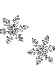Недорогие -Жен. 3D Серьги-гвоздики - Серебрянное покрытие Искусственный бриллиант Снежинка Дамы Стиль Простой Бижутерия Серебряный Назначение Рождество Повседневные 1 пара