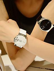 abordables -Couple Montre Habillée Montre Bracelet Quartz Montre Décontractée Adorable Vrai Cuir Bande Analogique Elégant Minimaliste Noir / Blanc - Blanc Noir
