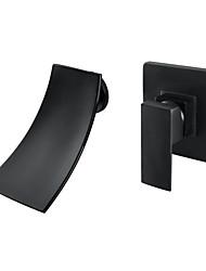 Недорогие -Ванная раковина кран - Водопад черный Монтаж на стену Одной ручкой Два отверстияBath Taps