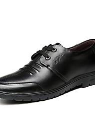 baratos -Homens Sapatos Confortáveis Pele Verão Oxfords Preto / Marron