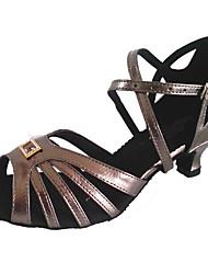 Недорогие -Жен. Обувь для латины Полиуретан Сандалии Crystal / Rhinestone Кубинский каблук Танцевальная обувь Серый