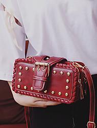 preiswerte -Damen Taschen PU Umhängetasche Niete Schwarz / Rote / Rosa