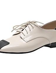 Недорогие -Жен. Полиуретан Весна & осень На каждый день Туфли на шнуровке На низком каблуке Квадратный носок Черный / Бежевый / Контрастных цветов