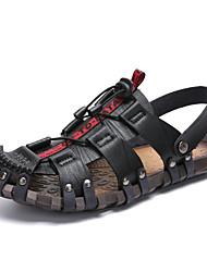 baratos -Homens Sapatos Confortáveis Sintéticos Verão / Primavera Verão Esportivo / Casual Sandálias Respirável Preto / Marron