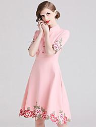 זול -גזרת A צווארון גבוה באורך  הברך סאטן נמתח שמלה עם ריקמה על ידי LAN TING Express
