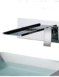 Недорогие -Ванная раковина кран - Водопад / LED Хром Монтаж на стену Одной ручкой Два отверстияBath Taps