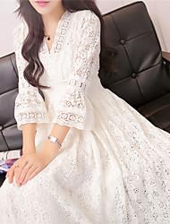 Недорогие -Жен. Классический Элегантный стиль Оболочка С летящей юбкой Платье - Однотонный, Кружева Средней длины