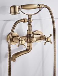 Недорогие -Смеситель для душа / Смеситель для ванны - Античный Старая латунь Ванна и душ Керамический клапан Bath Shower Mixer Taps / Две ручки двумя отверстиями