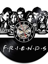 Недорогие -3d творческие друзья сериал cd рекордные часы черный полый виниловые пластинки настенные часы античный стиль висит светодиодные часы украшения дома
