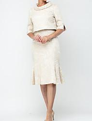 Недорогие -Из двух частей V-образный вырез До колена Сатин Платье для матери невесты с Рюши / сборки от LAN TING Express
