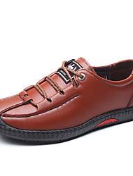 baratos -Homens Sapatos Confortáveis Microfibra Primavera / Outono Negócio / Casual Oxfords Caminhada Respirável Preto / Marron