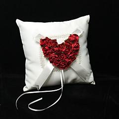 oreiller anneau en satin ivoire avec la rose rouge coeur