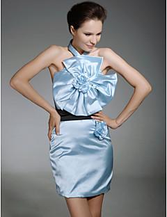 billiga Cocktailklänningar-Åtsmitande Halterneck Kort / mini Satäng Kändis Stil Cocktailfest Klänning med Bälte / band / Blomma av TS Couture®