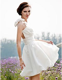 billiga Prinsessbrudklänningar-A-linje Prinsessa Enaxlad Kort / mini Taft Bröllopsklänning med Sidodraperad Blomma Veckad av LAN TING BRIDE®