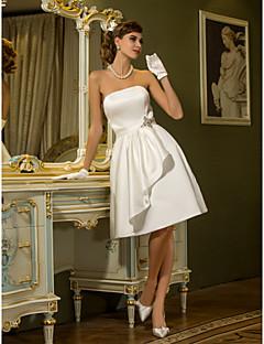 economico Abiti bianchi-Linea-A Senza bretelline Al ginocchio Raso Abiti da sposa personalizzati con Drappeggio Fascia / fiocco in vita Spilla a forma di fiore