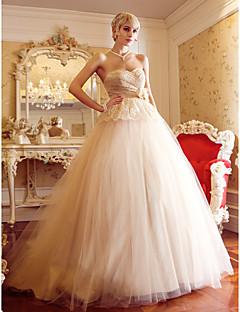 billiga A-linjeformade brudklänningar-A-linje / Prinsessa Hjärtformad urringning Hovsläp Spets på tyll Bröllopsklänningar tillverkade med Bälte / band / Blomma / Korsvis av