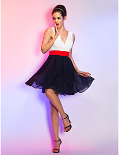 Aライン Vネック ショート / ミニ シフォン ブライドメイドドレス とともに サッシュ/リボン 〜によって TS Couture®