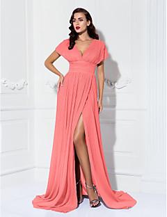 billiga Aftonklänningar-Åtsmitande V-hals Svepsläp Chiffong Formell kväll Klänning med Veckad / Plisserat av TS Couture®