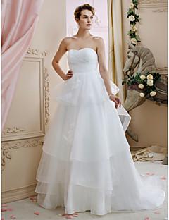 billiga Brudklänningar-A-linje / Prinsessa Hjärtformad urringning Hovsläp Tyll Bröllopsklänningar tillverkade med Applikationsbroderi / Veckad / Blomma av LAN