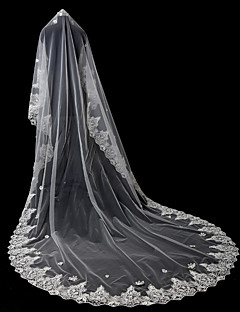 billiga Brudslöjor-Ett lager Spetskant Brudkläder Bröllop Brudslöjor Kapell Slöjor Med Strass Paljett Applikationsbroderi Spets Tyll