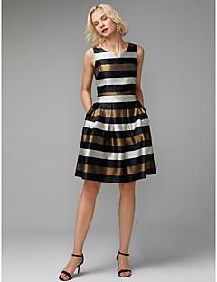 billiga Klänningar till speciella tillfällen-A-linje V-slits Knälång Polyester / Cotton Färgblock Cocktailfest Klänning med Plisserat av TS Couture®