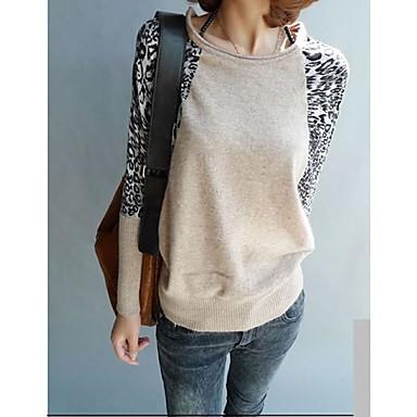 leopardo de la manga de empalme alrededor del cuello de la camisa de punto