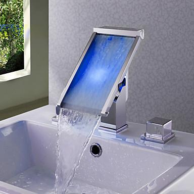 Moderne Udspredt Foss LED Keramisk Ventil To Håndtak tre hull Krom, Baderom Sink Tappekran
