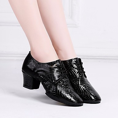 baratos Sapatos de Salsa-Mulheres Pele Sapatos de Dança Latina / Sapatos de Salsa Oxford / Têni Salto Grosso Preto / Vermelho / Espetáculo / Ensaio / Prática