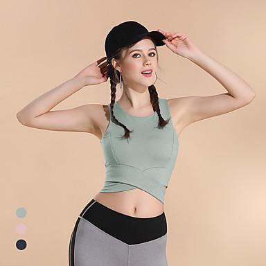 Nude ženski fitness model