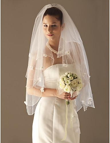 Twee lagen met een vingertop beading bruiloft sluier