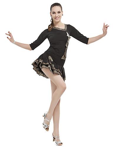 viscosa de la mujer con animal print top y falda de baile latino