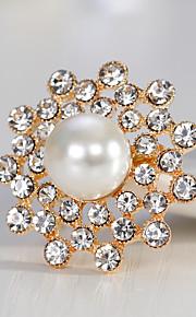 Femme Broche Strass Perle Alliage Forme Géométrique Or Argent Mode Européen Bijoux Mariage Quotidien Bijoux de fantaisie