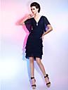 Coloană / Teacă În V Lungime Genunchi Șifon Petrecere Cocktail / Venire Acasă Rochie cu Pliuri Broșă Cristal de TS Couture®