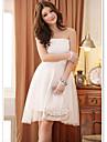elegant axelbandslös knälång brudtärna klänning